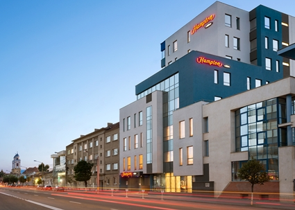 Hotel Exterior: Conveniently located just two minutes from downtown, home to many tourist attractions, the hotel offers free WiFi and hot breakfast.